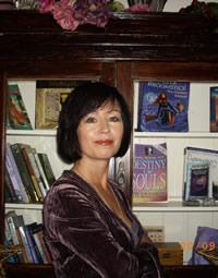 Vivien Ni Dhuinn Tarot Consultant