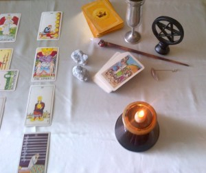 Table prepared for a tarot r