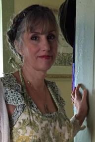 julie-cuccia-watts-tarot-aritst-author-deck-creator-newmoontradingco.com